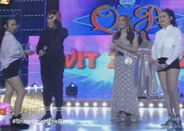 """Jackque Gonzaga and Bela Padilla fight for Vice Ganda's attention on """"It's Showtime"""""""