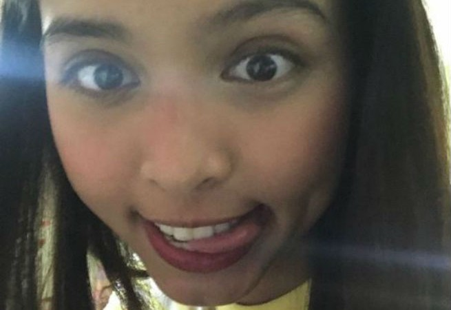 Maine Mendoza is that one friend who floods your phone with selfies