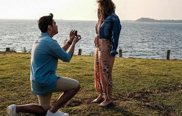 "Moira Dela Torre finally said ""yes"" to boyfriend Jason Hernandez"