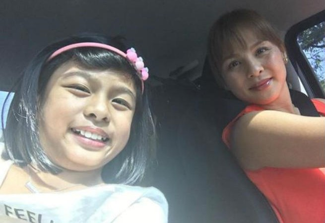 """Proud mommy Nikki Valdez shares how her daughter Olivia does things with her """"baby hand"""""""