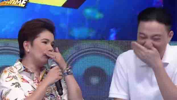"Ryan Bang accidentally hits Amy Perez's teeth with mic on ""It's Showtime"""