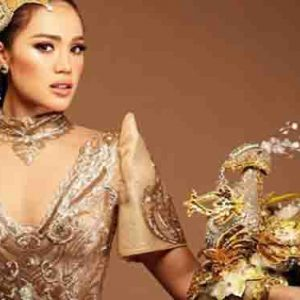 Michele Gumabao in her Sarimanok-inspired national costume for Miss Globe 2018