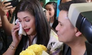 WATCH: Regine Velasquez gets emotional upon arriving in ABS-CBN
