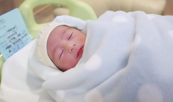 Alfred Vargas introduces newborn son – Alfredo Cristiano E. Vargas IV