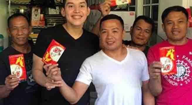 Kuya Joshua distributes 'ang pao' to members of household