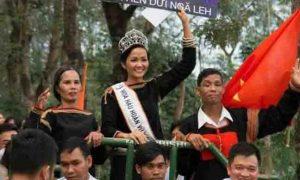 Miss Vietnam H'Hen Niê's homecoming video goes viral