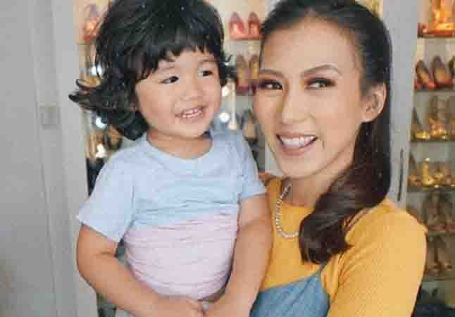 """WATCH: Baby Seve Soriano cute reaction to Alex Gonzaga's """"Chambe"""" video"""