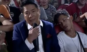 "WATCH: Willie Revillame gives cash and cellphone to sleeping ""Wowowin"" audience"