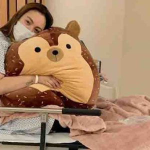 Gretchen Barretto takes care of sister Claudine at the hospital