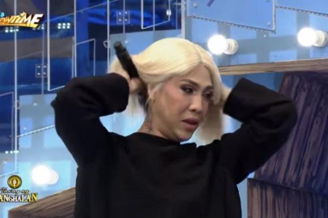 """Vice Ganda removes wig on live TV: """"Pagod na rin ako talaga"""""""