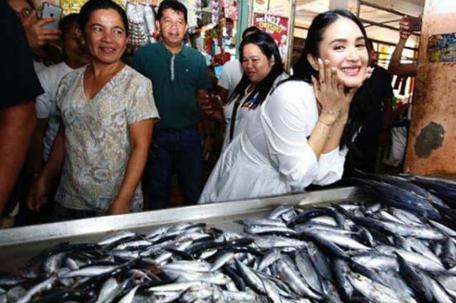 LOOK: Heart Evangelista visits wet market in Sorsogon