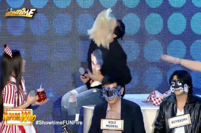 "WATCH: Vice Ganda removes wig anew on ""It's Showtime"""