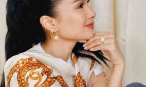 Netizens humanga sa jewelries at Chanel scarf ni Heart Evangelista
