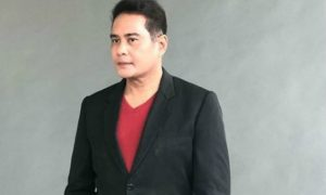 "John Arcilla mourns death of viral 'Pinoy Hachiko' dog: ""I had the desire to adopt Buboy before"""