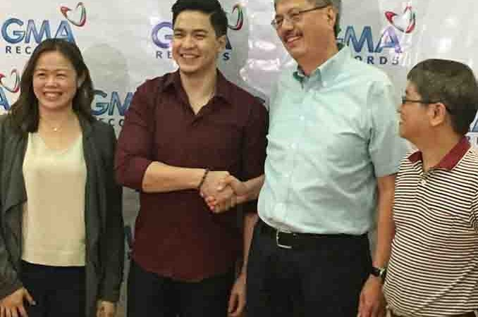 Alden Richards renews his contract with GMA Records