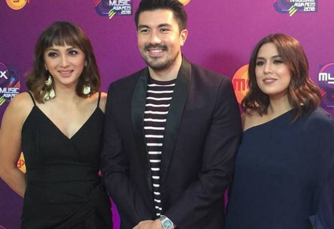 Former VJs Luis Manzano, Iya Villania, Nikki Gil, and Heart Evangelista reunite in MYX Music Awards