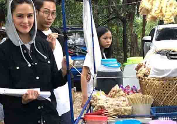 Netizens admire Kristine Hermosa for eating street foods