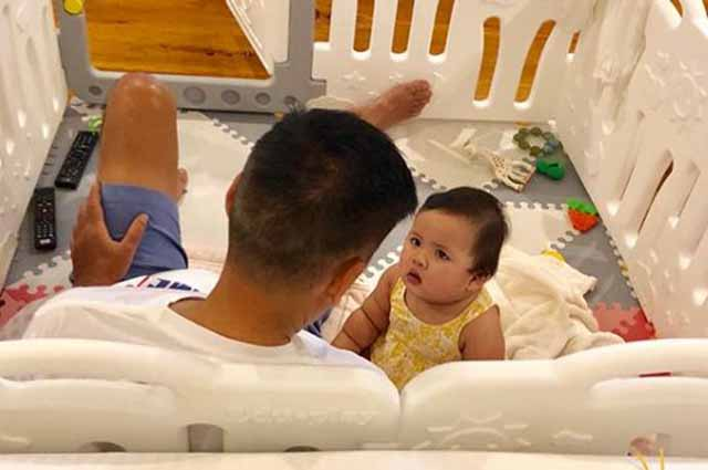 Vic Sotto spends sweet Time with his baby Tali in her crib