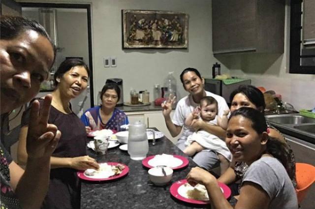 """Pokwang bonds with her five yayas: """"O diba?? magkakamukha kami"""""""