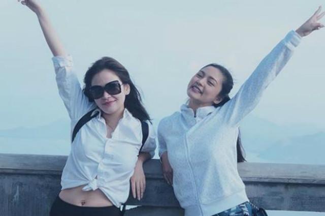 Kim Chiu and Bela Padilla go on a spontaneous road trip together