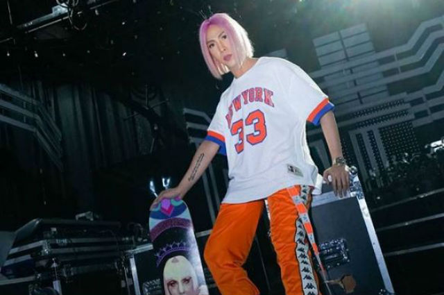 """Vice Ganda panics after accidentally revealing he has a couple jersey: """"Live pala 'to?"""""""