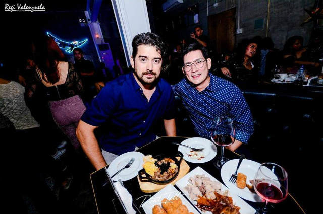 Netizens gush over Ian Veneracion and Richard Yap's photo together in a bar