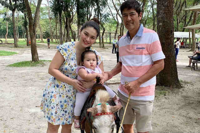 watch vic sotto and pauleen luna spend sweet family time. Black Bedroom Furniture Sets. Home Design Ideas