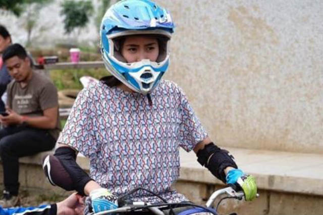 WATCH: Sarah Geronimo tries out dirt biking for the first time with Matteo Guidicelli