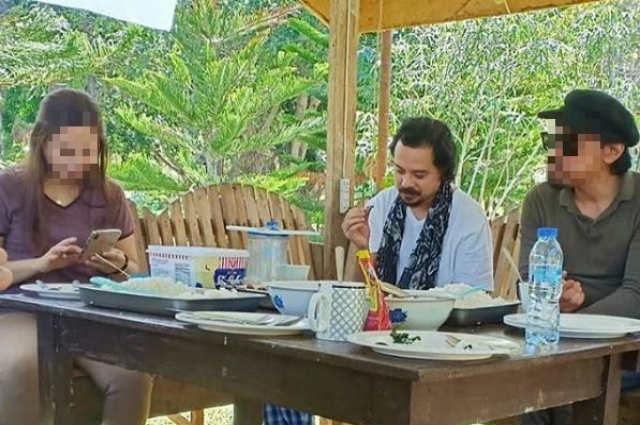 John Lloyd Cruz goes nature tripping in Bukidnon