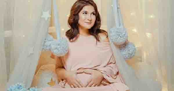 Glowing preggy mommy Camille Prats in her stunning maternity shoot