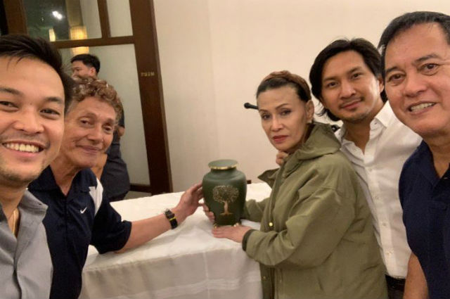 Eddie Garcia's cremated remains turned over to his loved ones