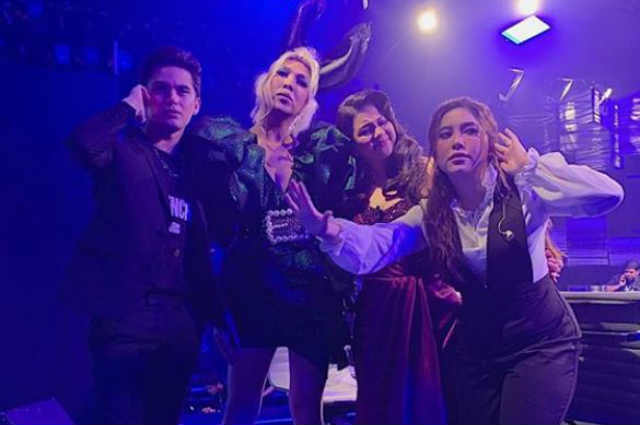 """Netizens air mixed reactions over """"Idol Philippines"""" stage: """"Bakit parang ang sikip?"""""""