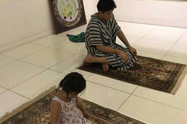 LOOK: Baby Isabella joins daddy Robin Padilla while praying