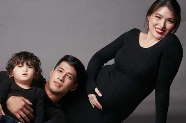 Kylie Padilla stuns in her maternity photo shoot