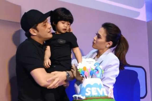 WATCH: Baby Seve's priceless reaction after receiving a gift from his Lolo Bonoy and Lola